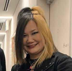 黒と金のツートンカラーの髪型のHISASHI大好き妻