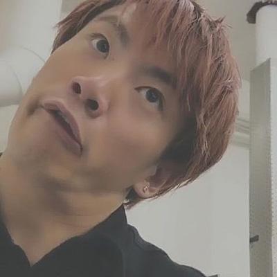 目を大きく見開き鼻の穴を開いた変顔の浦川翔平