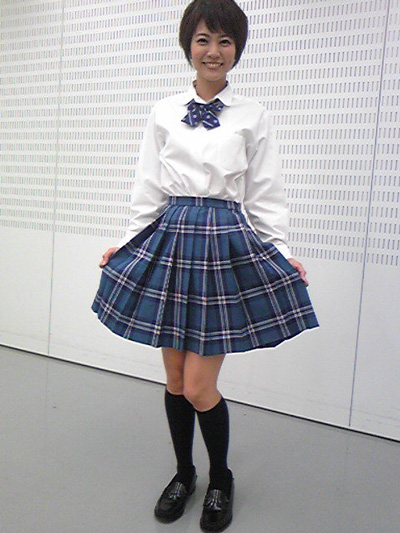 qさまで女子高生の制服を着た村井美樹