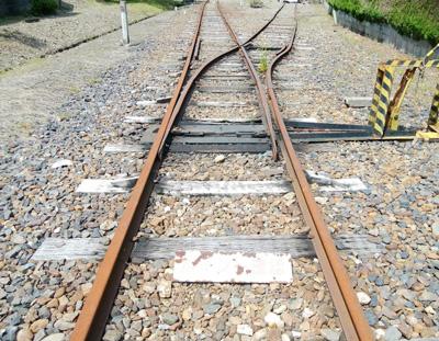 鉄道の分岐点が人生の分岐点のイメージ